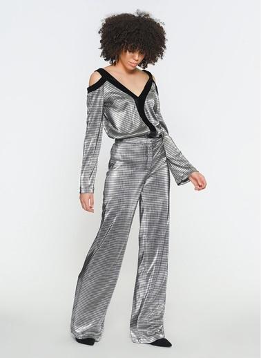 Zeynep Ökmen Gümüş Rengi Pliseli Geniş Paça Pantalon Siyah